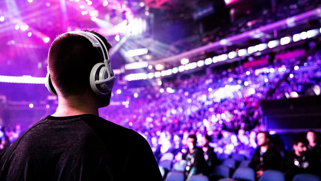 esports-gaming-event-gamer-looks-crowd