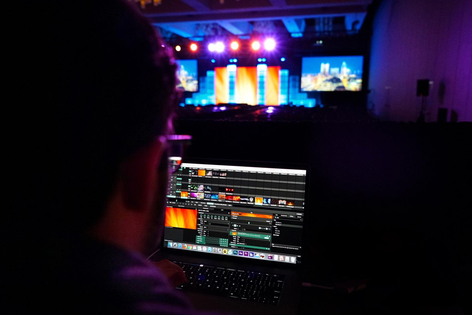 creative-event-content-mac-display-led
